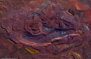 2ABECE3E00000578-3170741-The_otherworldly_Mount_Whaleback_Ire_Ore_Mine_located_in_Western-a-10_1437576342395