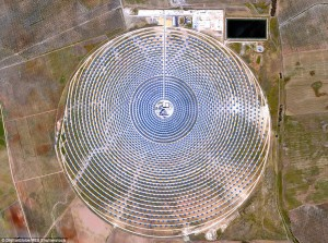 2ABECE8A00000578-3170741-The_Gamasolar_Thermosolar_Plant_in_Seville_Spain_uses_2_650_mirr-a-12_1437576342398