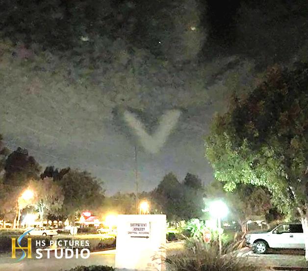アメリカ・カリフォルニアに伝説の巨大UFO「フェニックス・ライト」が出現か!?