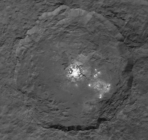 無人探査機ドーンが惑星・ケレスの謎に迫るー謎の光りの正体とはー