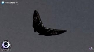 まるでCG!?「メタル・バタフライ」蝶型のUFOが出現…CGでしょ?