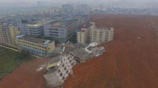 中国南部の工業団地で大規模な地滑り。20棟以上の建物が土砂に埋まる!
